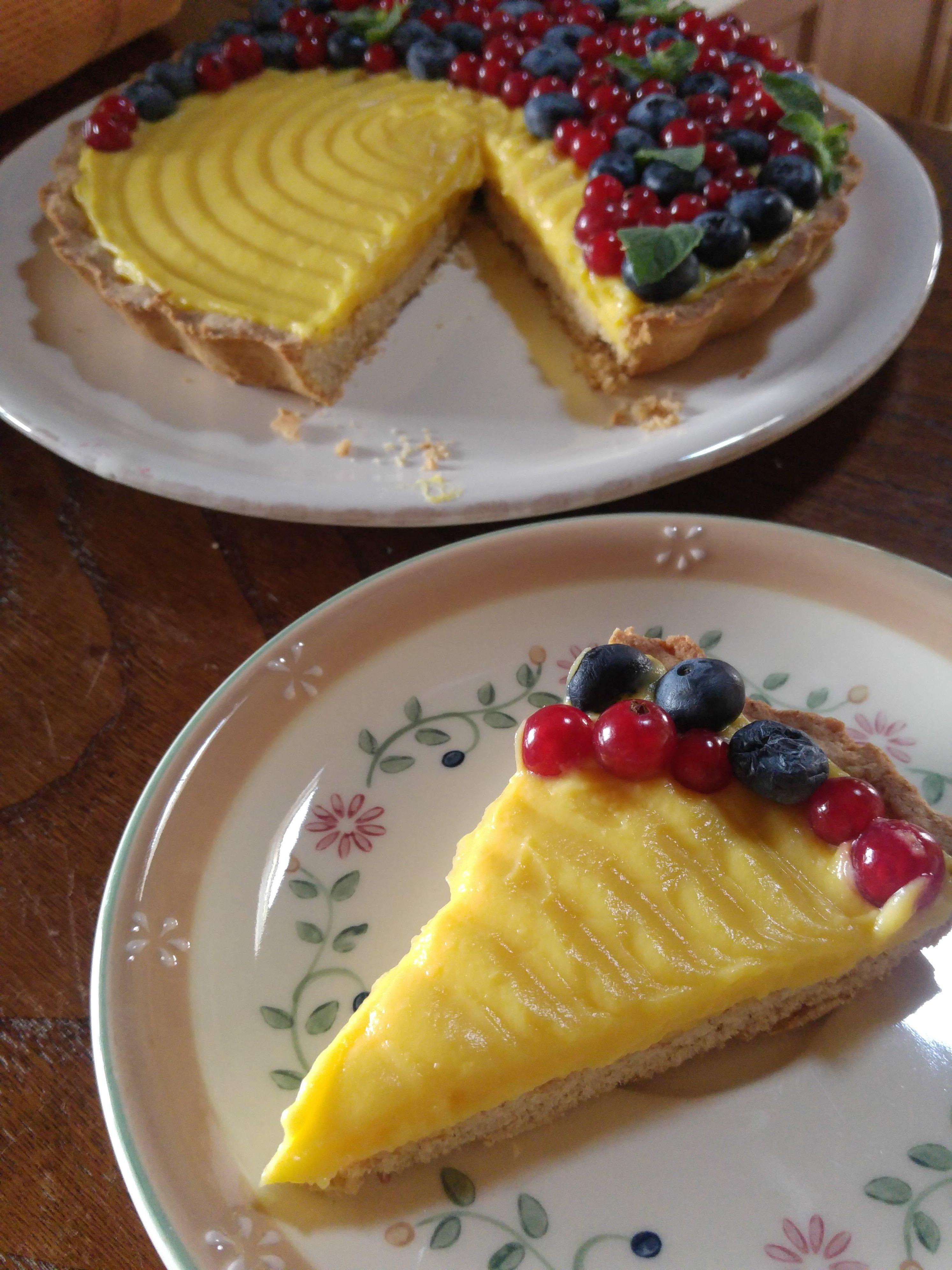 crostata integrale crema e frutti di bosco