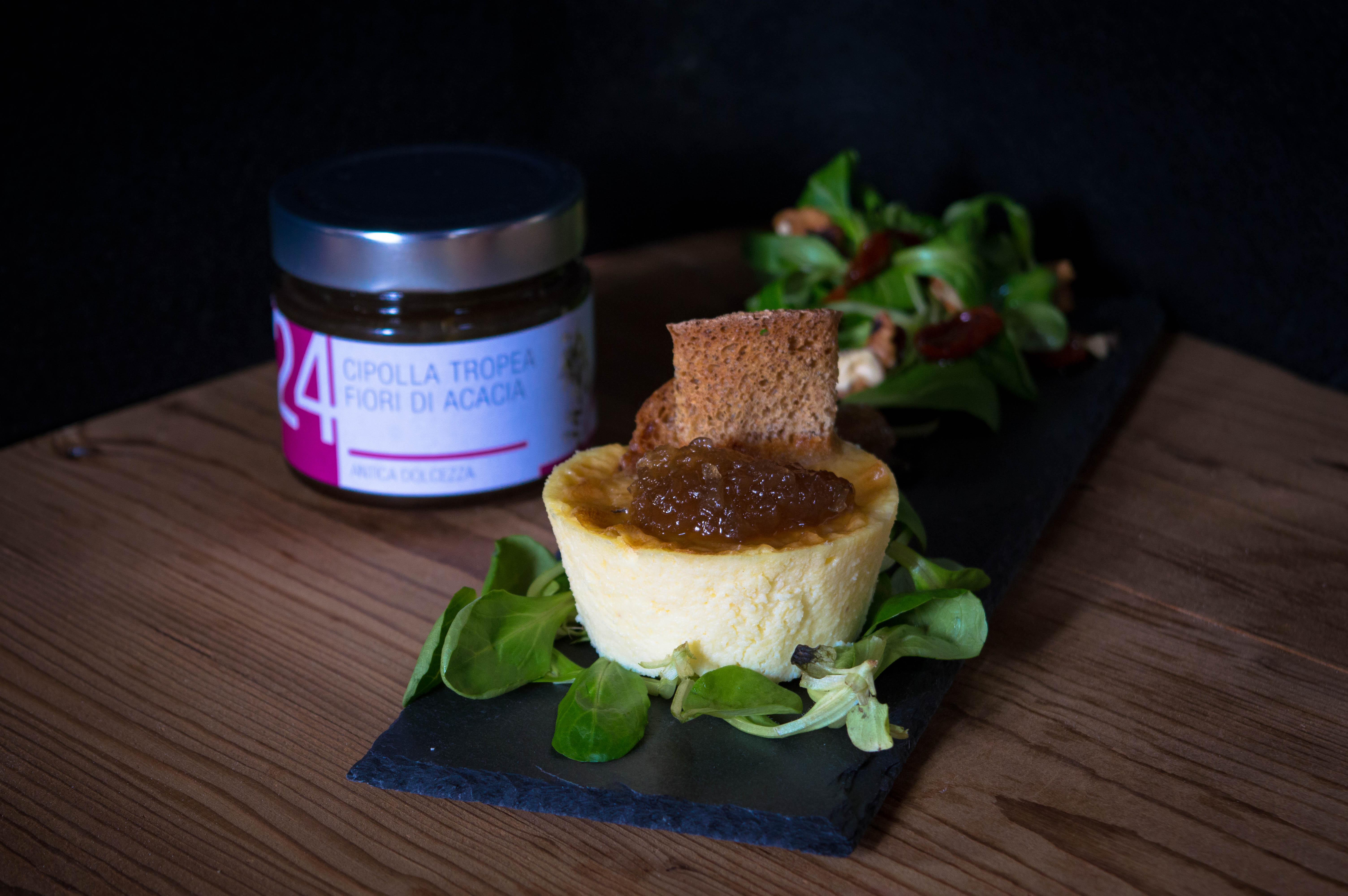 Tortino al formaggio e confettura di cipolle