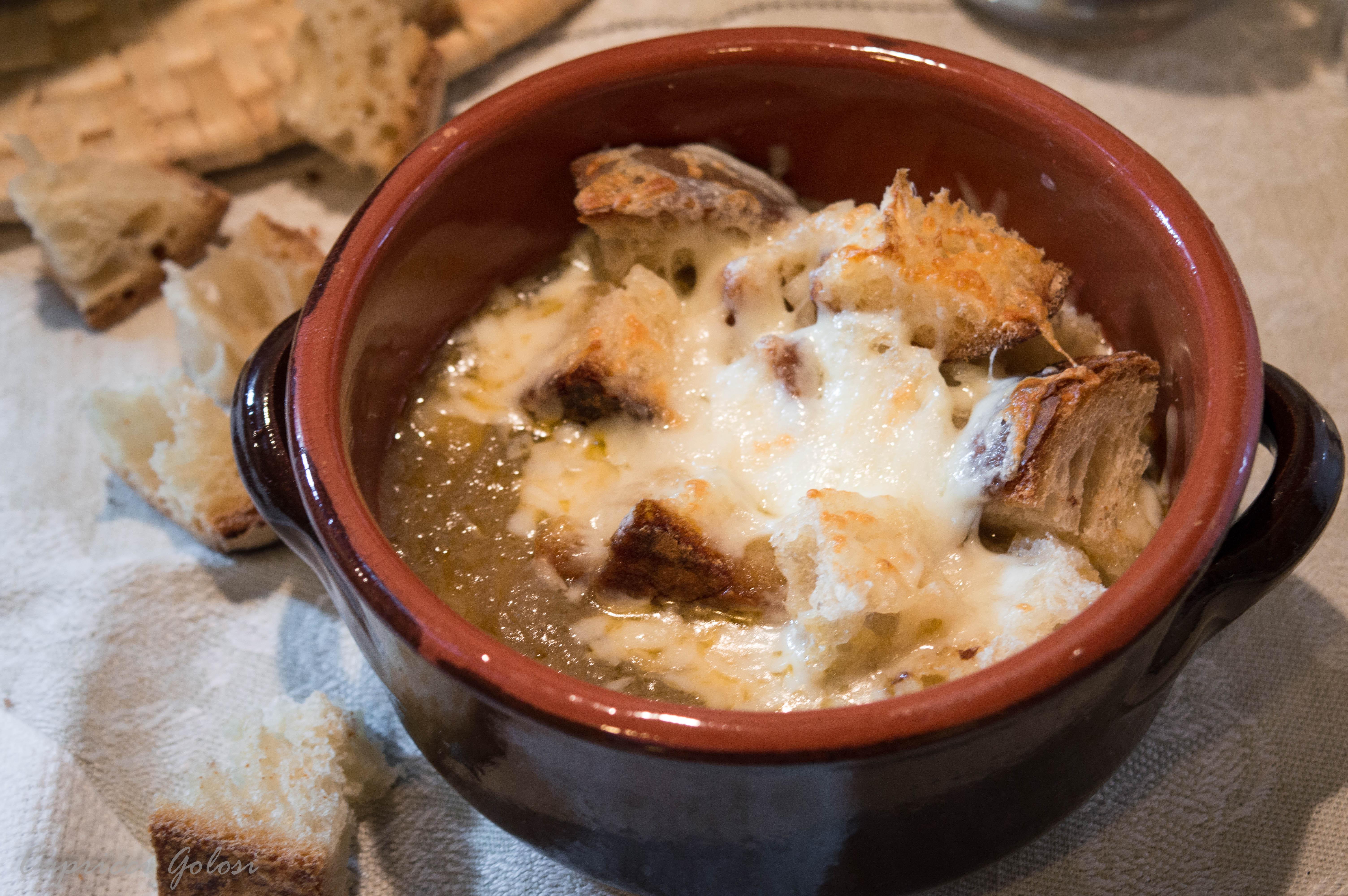 Zuppa di cipolle ggratinata al pecorino