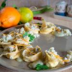 Tortelloni agli agrumi con ragù di merluzzo e topinambur