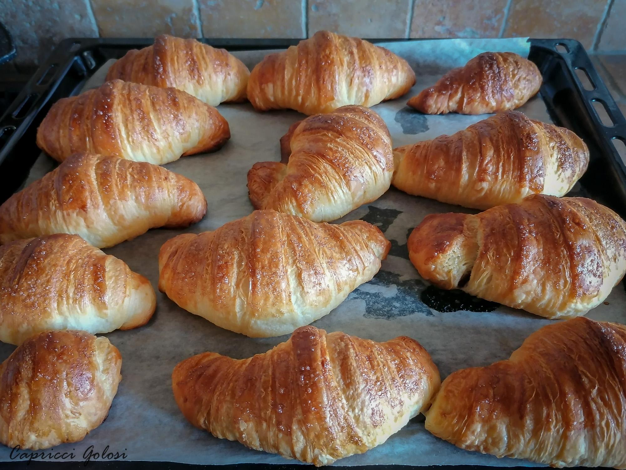 cornetti sfogliati o croissants